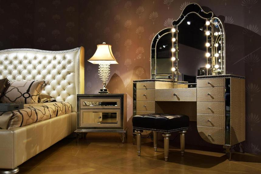 Hollywood Swank Pearl Queen Platform Bed  alternate image, 3 of 7 images.